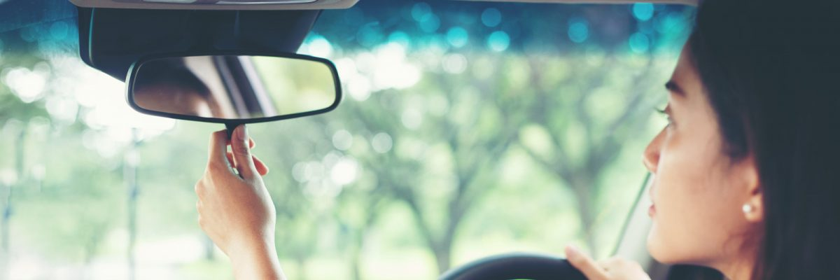 driver-mirror-adjust-driving-lessons
